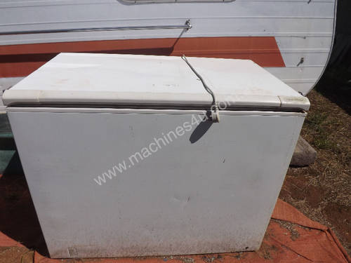 Chest Freezer Fisher and Paykel H360 357 litre