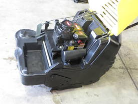 KARCHER KSM750 B SWEEPER - picture3' - Click to enlarge