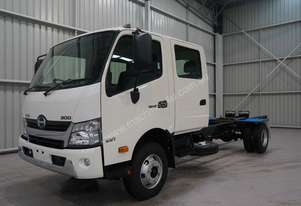 Hino 921- 300 Series Cab chassis Truck