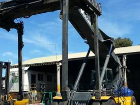 Multiple Linde Reach Stackers - picture3' - Click to enlarge