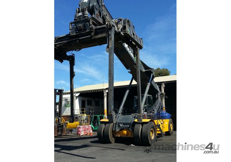 Multiple Linde Reach Stackers