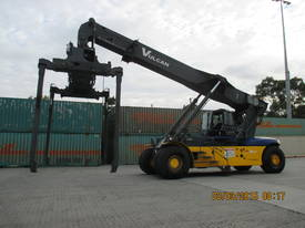 Multiple Linde Reach Stackers - picture10' - Click to enlarge