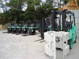 Multiple Linde Reach Stackers - picture15' - Click to enlarge