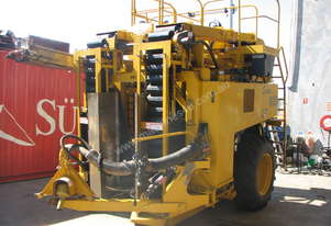 URM 800 SERIES GRAPE HARVESTER