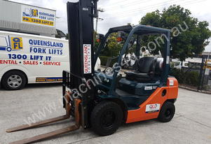 Toyota 32-8FG25 Counterbalance Forklift