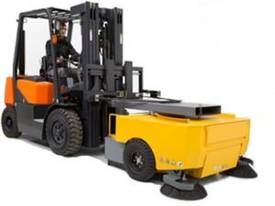 Forklift Sweeper Extreme - picture0' - Click to enlarge