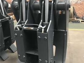 Roo Attachments - Hydraulic 5 Tine Box Finger Grab to suit 18 to 20 to 23 Ton - picture0' - Click to enlarge