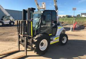 2014 - 2.5T Rough Terrain Container Forklift w/Cabin