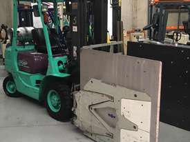Forklift with attachment - picture0' - Click to enlarge