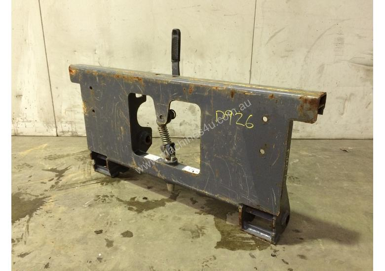 UNUSED MUSTANG SINGLE PIN HITCH MACHINE SIDE D926