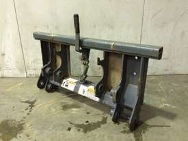 UNUSED MUSTANG SINGLE PIN HITCH MACHINE SIDE D926 - picture1' - Click to enlarge