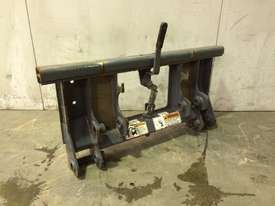 UNUSED MUSTANG SINGLE PIN HITCH MACHINE SIDE D926 - picture2' - Click to enlarge