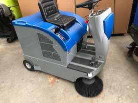 Fiorentini S28 Petrol sweeper - picture0' - Click to enlarge