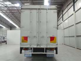 Mitsubishi FM557 Cab chassis Truck - picture4' - Click to enlarge