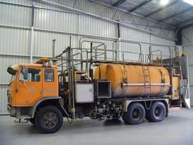 International Acco 2250D Service Body Truck - picture0' - Click to enlarge