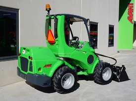 Avant 745 Mini Loader W/ 4 in Bucket - picture4' - Click to enlarge