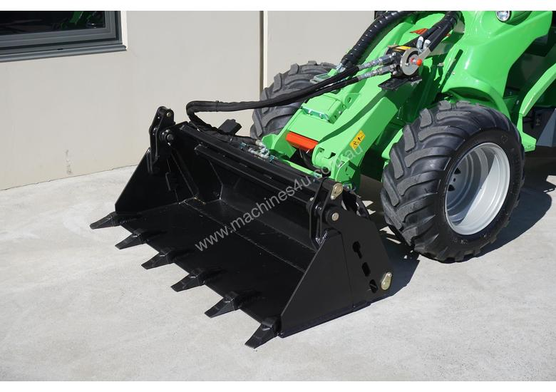 Avant 745 Mini Loader W/ 4 in Bucket