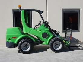 Avant 745 Mini Loader W/ 4 in Bucket - picture16' - Click to enlarge