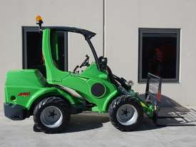 Avant 745 Mini Loader W/ 4 in Bucket - picture17' - Click to enlarge