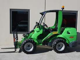 Avant 745 Mini Loader W/ 4 in Bucket - picture19' - Click to enlarge