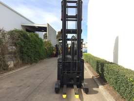 1.6T Sit Down Reach Truck - picture3' - Click to enlarge