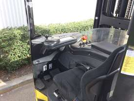 1.6T Sit Down Reach Truck - picture5' - Click to enlarge