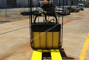 Hyster PALLET TRUCK ELECTRIC RIDE ON