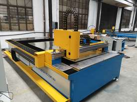 1kw Alpha Fiber laser cutter 1530E (1.5x3m cutting table) 2 years warranty - picture0' - Click to enlarge