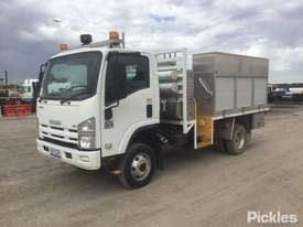 2011 Isuzu NPS300 - picture3' - Click to enlarge