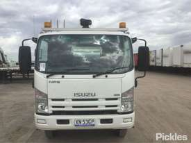 2011 Isuzu NPS300 - picture1' - Click to enlarge