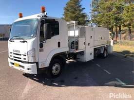 2008 Isuzu FRR600 - picture3' - Click to enlarge