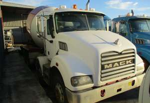 Mack 2009   METROLINER AGITATOR