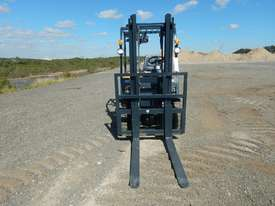 2019 Powertec 35 Forklift c/w 2 Stage Mast - picture1' - Click to enlarge