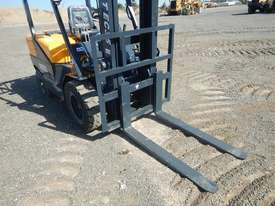2019 Powertec 35 Forklift c/w 2 Stage Mast - picture2' - Click to enlarge