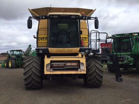 Caterpillar LEXION 580R Header(Combine) Harvester/Header - picture1' - Click to enlarge