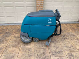 Tennant T5 Sweeper Sweeping/Cleaning - picture0' - Click to enlarge