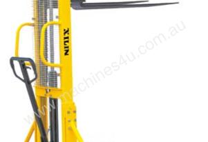 500kg Manual Straddle Stacker (2500mm Lift)