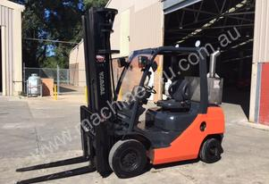 Used Toyota 8FD25 2.5 tonne LPG forklift for sale