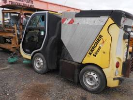 KARCHER 1CC12 SELF PROPELLED RIDE ON SWEEPER - picture3' - Click to enlarge