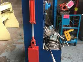 Hydraulic Test Bench Training Unit portable on cabinet - picture1' - Click to enlarge