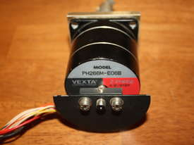 VEXTA Stepping Motor 2phase 0.9/Step PH266M-E06B - picture0' - Click to enlarge
