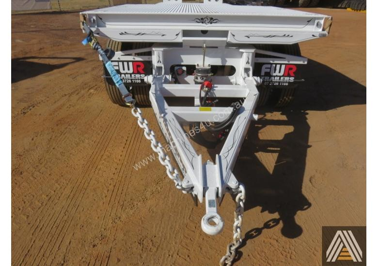 2018 NEW FWR TRI AXLE DOG TRAILER