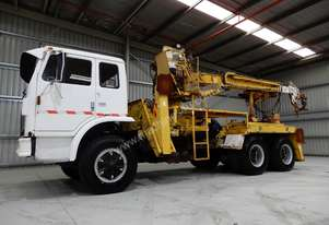 International Acco 1950C Cab chassis Truck