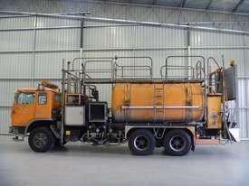 International Acco 2250D Cab chassis Truck - picture1' - Click to enlarge