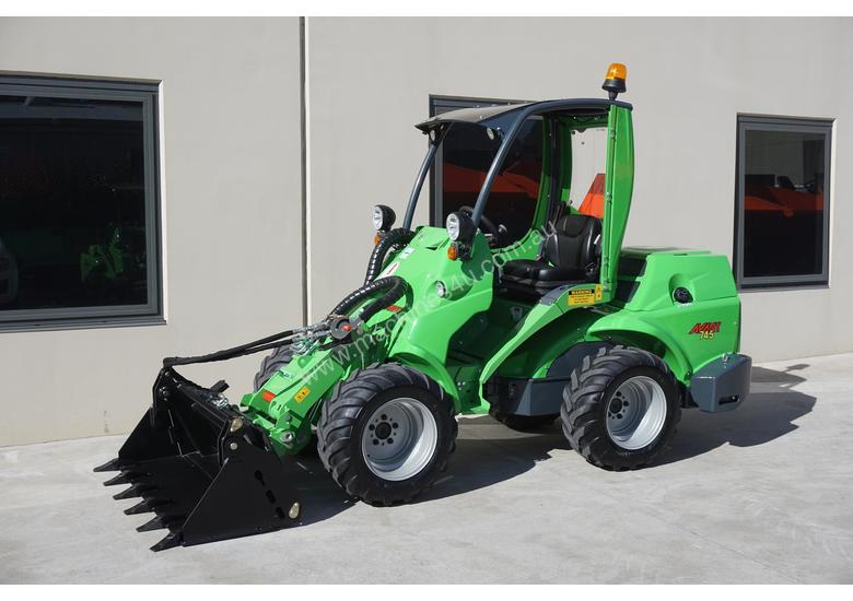 Avant 745 Articulated Loader W/ 4 in 1 Bucket