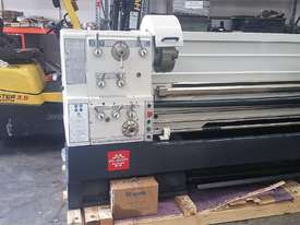 Puma 1500mm BC   510mm swing gap bed lathe Incl Digital Readout - picture2' - Click to enlarge