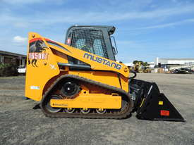 Excellent Condition Mustang Skid Steer. Only 53 Hours On The Clock! + Attachments. - picture1' - Click to enlarge