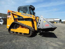 Excellent Condition Mustang Skid Steer. Only 53 Hours On The Clock! + Attachments. - picture3' - Click to enlarge