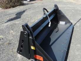 Excellent Condition Mustang Skid Steer. Only 53 Hours On The Clock! + Attachments. - picture10' - Click to enlarge