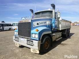 1997 Mack CLR SL 111 - picture1' - Click to enlarge